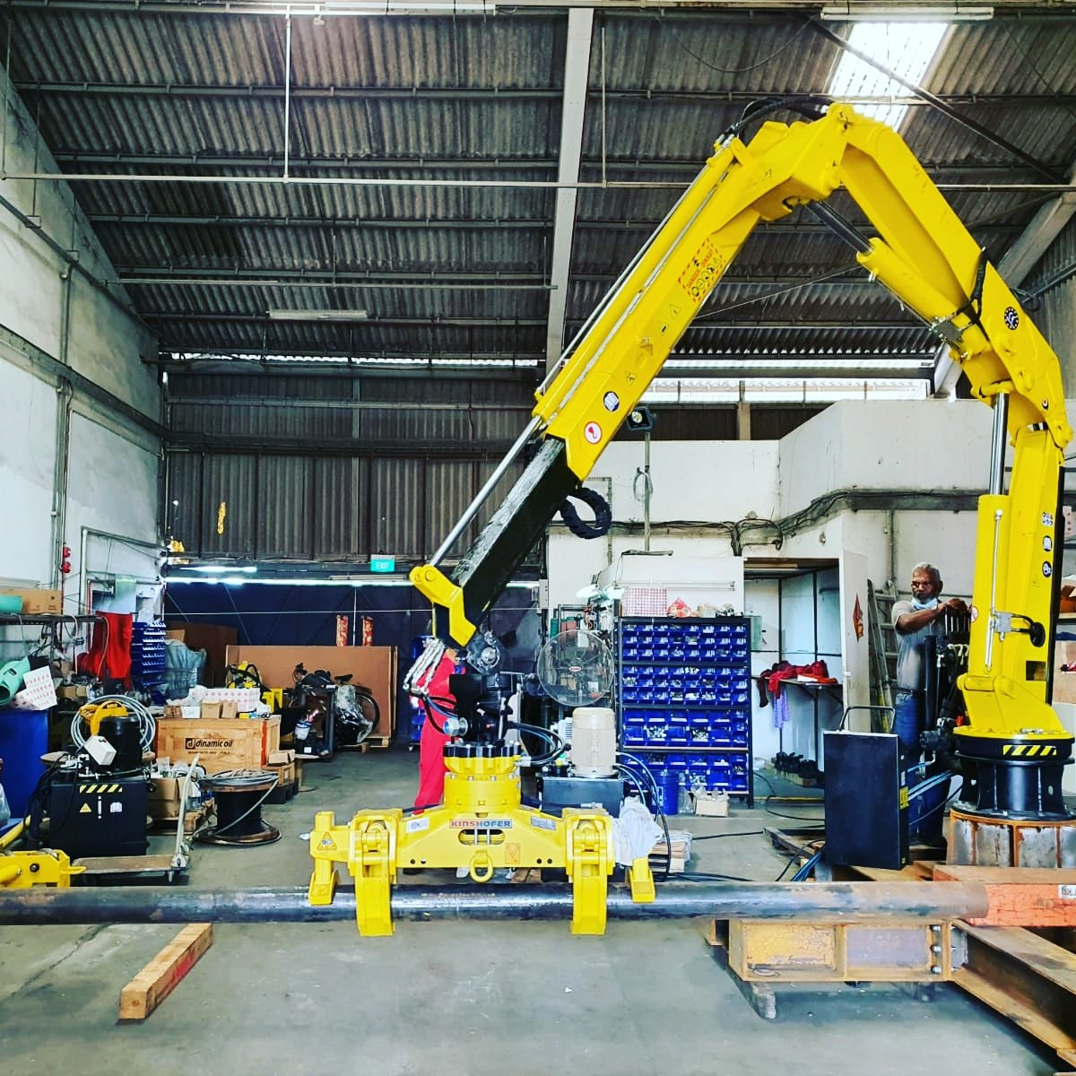 puma-marine-crane936802.jpg